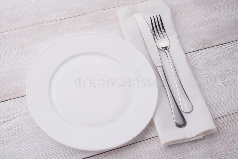 белизна плиты ножа вилки стоковые фото