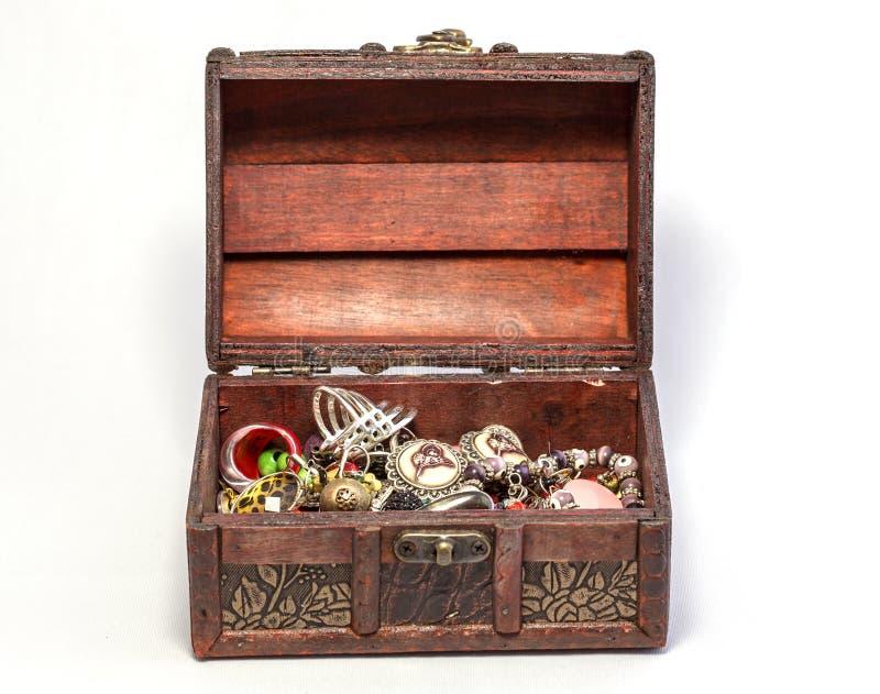 белизна драгоценности предпосылки изолированная коробкой стоковое изображение rf