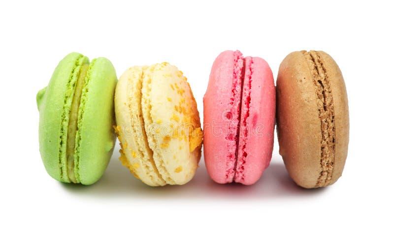 белизна разнообразия французских macaroons деликатности крупного плана предпосылки сладостная стоковое фото rf