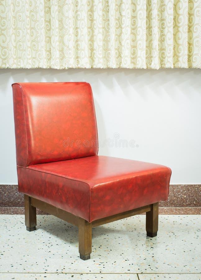 белизна сбора винограда путя стула изолированная клиппированием стоковое фото