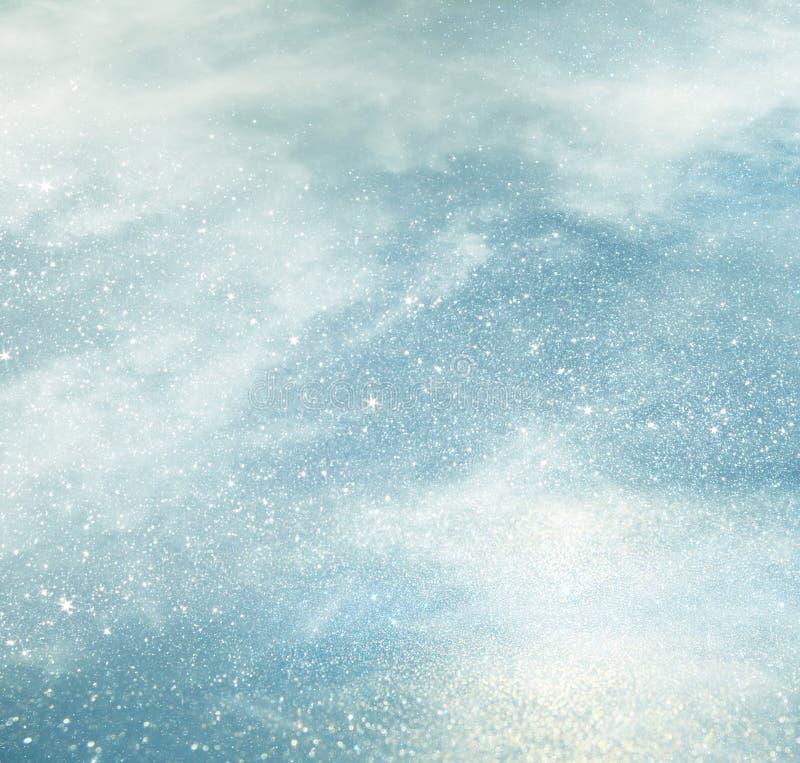белизна, света света - голубые и серебряные абстрактные bokeh стоковое изображение rf