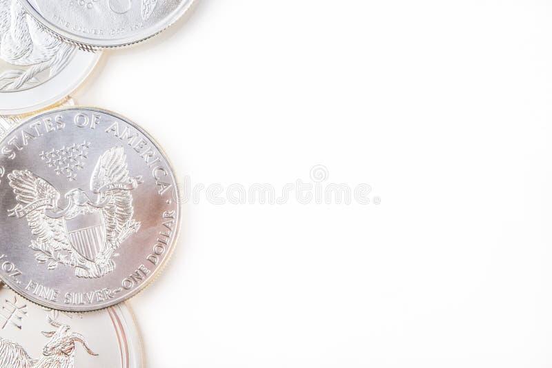 белизна серебра монеток предпосылки стоковые изображения rf