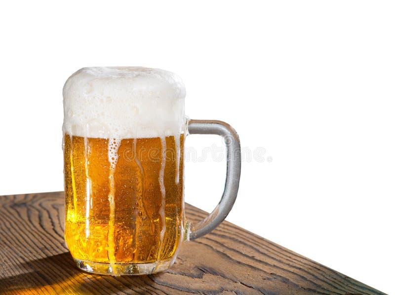 белизна стекла пива изолированная стоковое изображение
