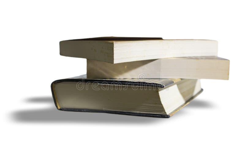 белизна стога предпосылки изолированная книгами стоковые фото