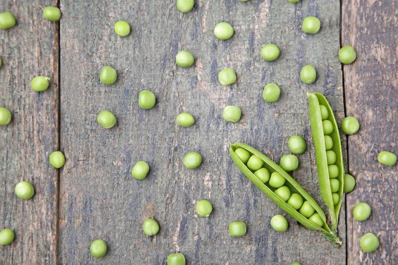 белизна стручка зеленых горохов пуль предпосылки стоковое изображение rf