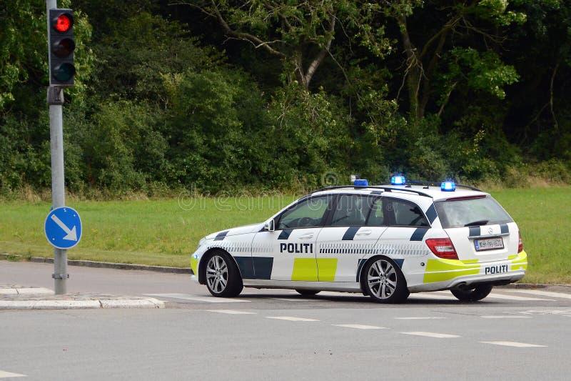 белизна типа полиций cartoonish автомобиля изолированная изображением стоковые фотографии rf