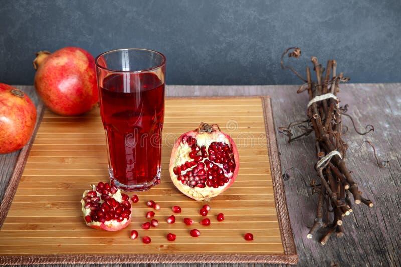 белизна pomegranate сока иллюстрации конструкции предпосылки стоковое изображение