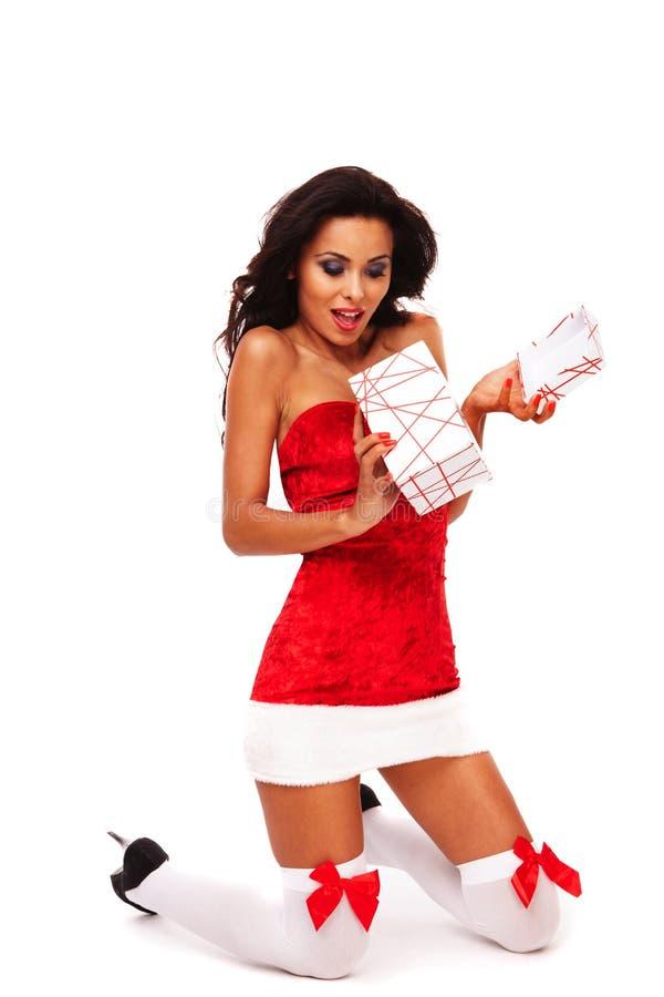 белизна santa хелпера девушки предпосылки стоковая фотография rf