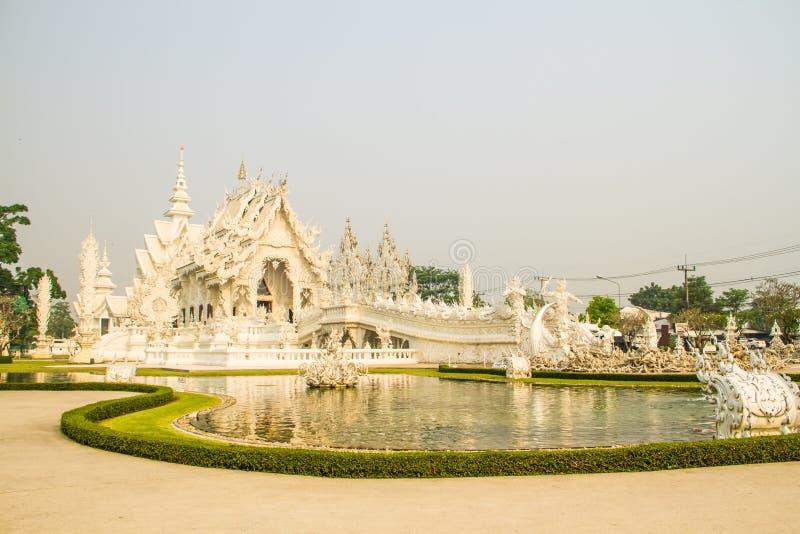 Download белизна Wat Таиланда виска задачи Rong Rai Khun красивейшего Chiang привлекательностей искусства культурная чувствительная Стоковое Фото - изображение насчитывающей зодчества, место: 40589436