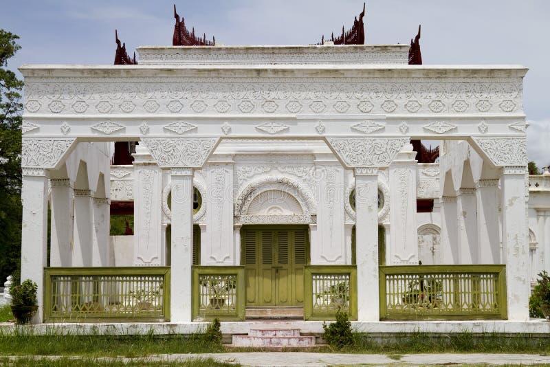 Белое здание в Мандалае, myanmar стоковая фотография rf