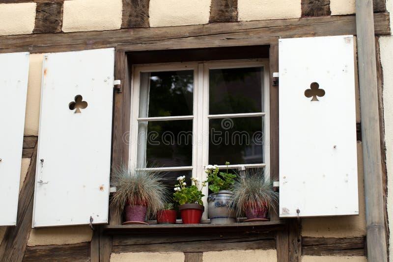 Download Белое окно с штарками стоковое изображение. изображение насчитывающей черноты - 37928959