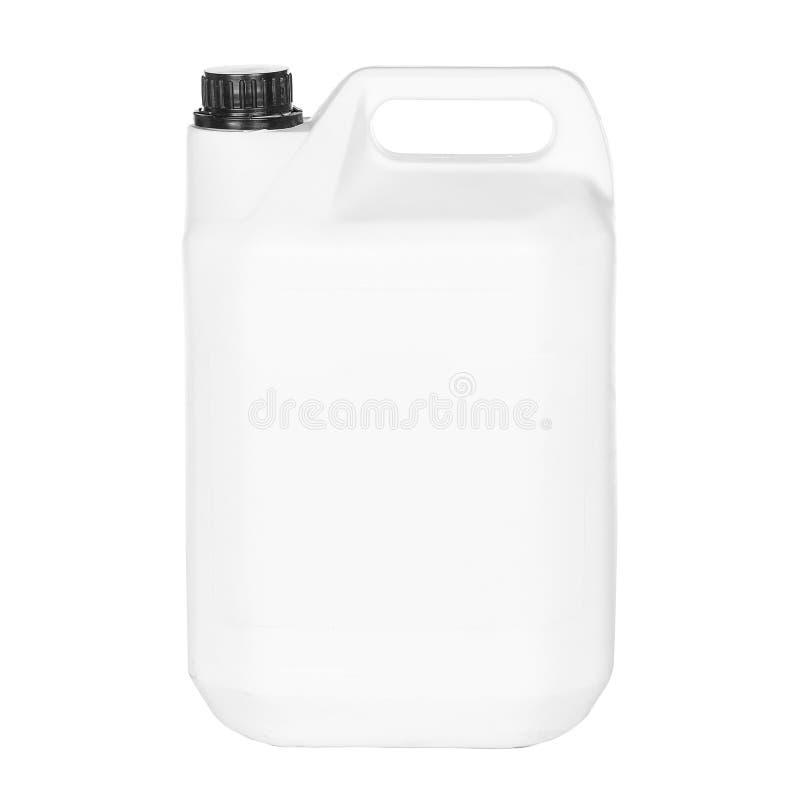Белое пластичное ведро с крышкой на белой предпосылке стоковое фото rf