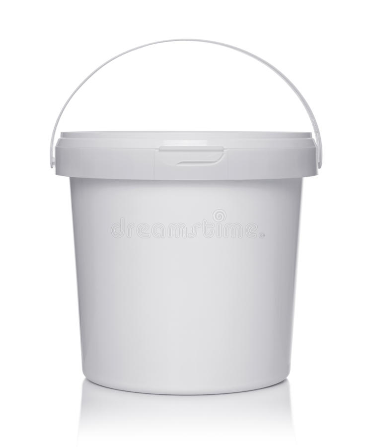 Белое пластичное ведро с крышкой стоковые фото
