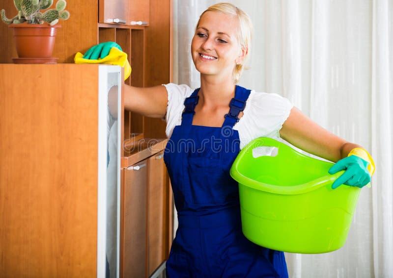 Совсем молодая уборщица — img 9