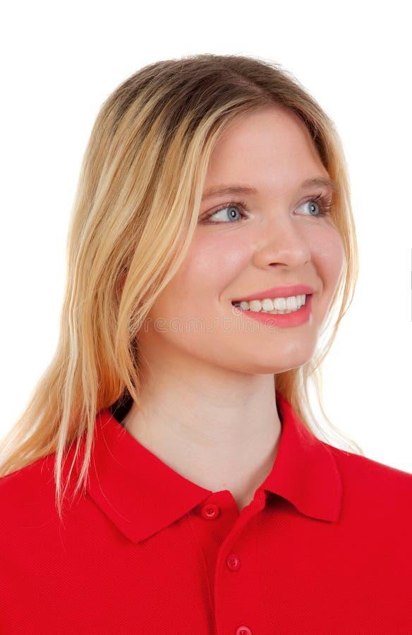 Белокурая девушка с красной футболкой стоковые изображения