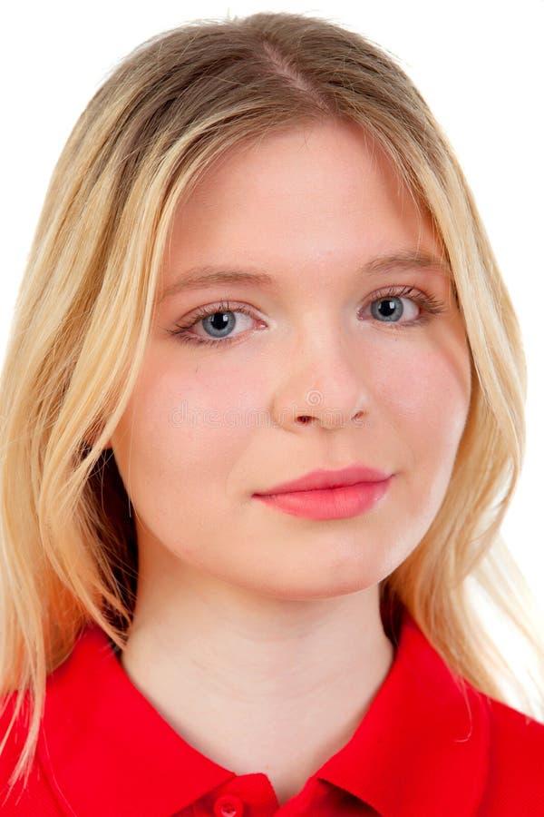 Белокурая девушка с красной футболкой стоковая фотография