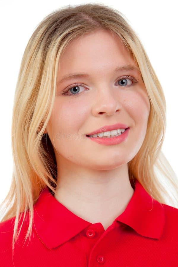 Белокурая девушка с красной футболкой стоковое фото