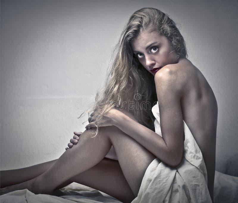 белокурая девушка чувственная стоковые фото