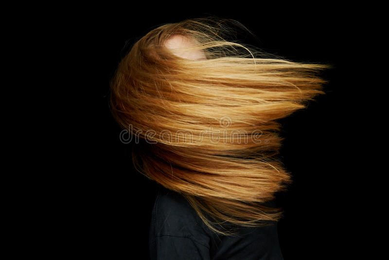 белокурая женщина волос летания стоковое фото