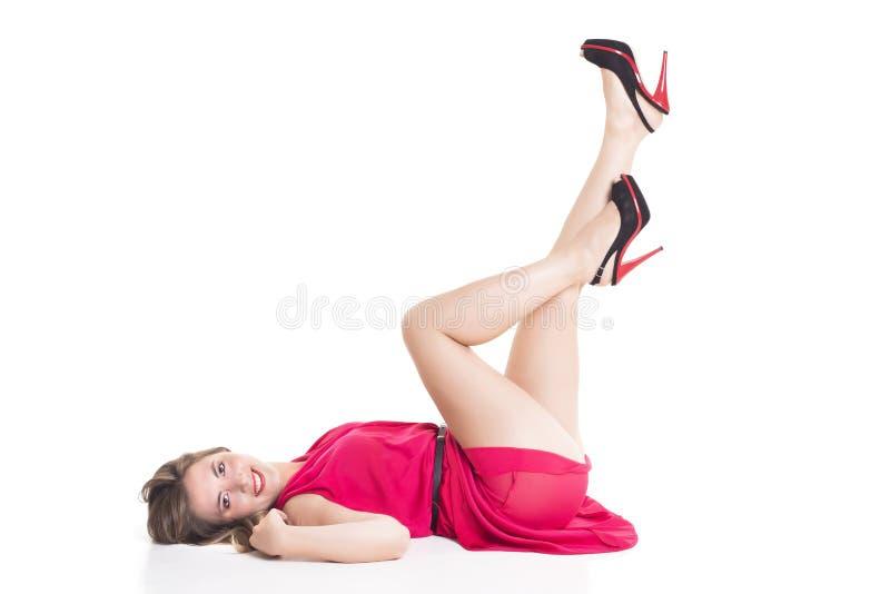 Белокурая женщина с ее ногой вверх стоковые фотографии rf