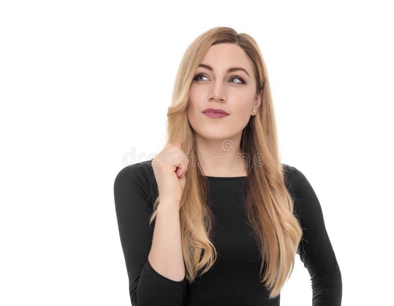Белокурая молодая женщина смотря косой в ободрении стоковое изображение