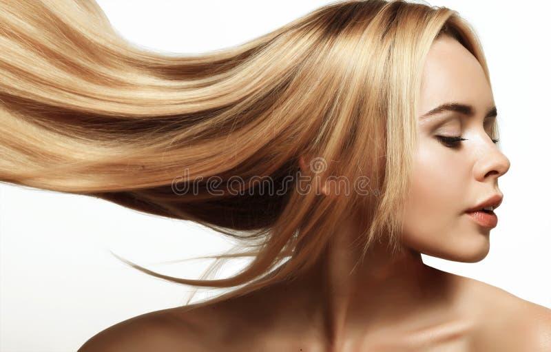 белокурые волосы длиной стоковая фотография