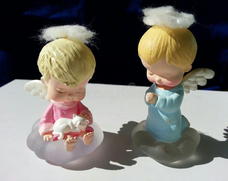 Белокурые с волосами ангелы херувима стоковая фотография rf