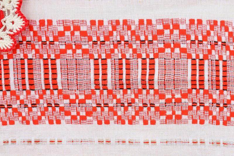 Белорусский национальный орнамент на полотенце руки стоковые изображения