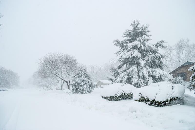 Download Бело--вне условия стоковое фото. изображение насчитывающей погода - 81806938