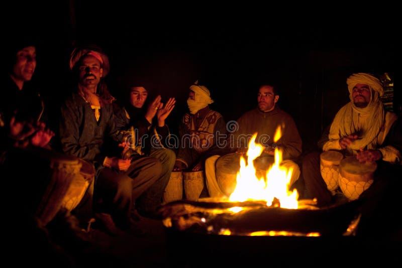 Бедуины играя национальную музыку, Марокко стоковая фотография rf
