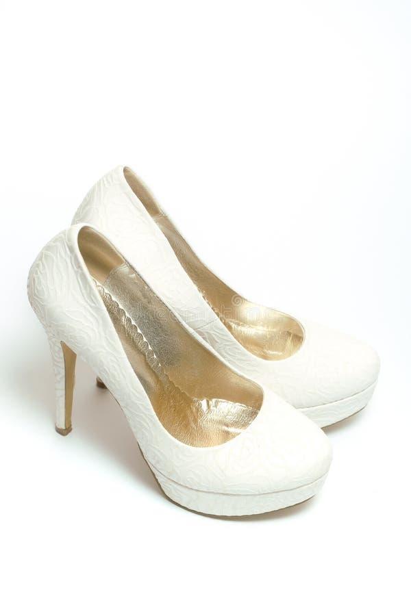 Белые ботинки невесты стоковое фото rf