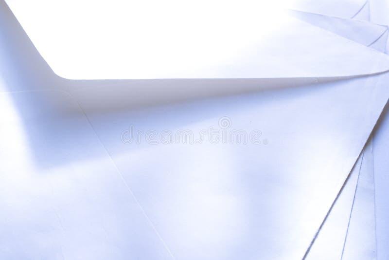 Белые конверты стоковые изображения rf