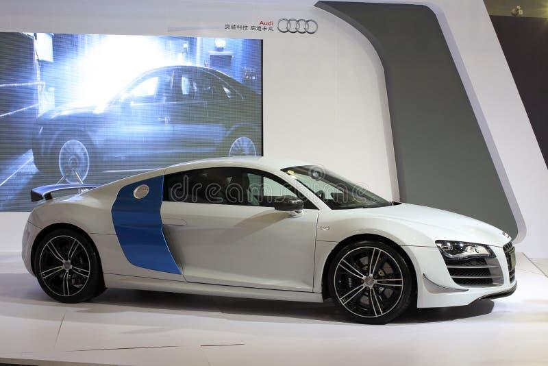 Белый автомобиль audi r8 v10 стоковые изображения rf