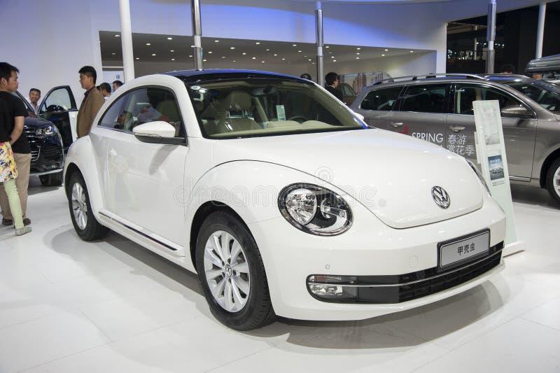 Белый автомобиль Volkswagen Beetle стоковая фотография