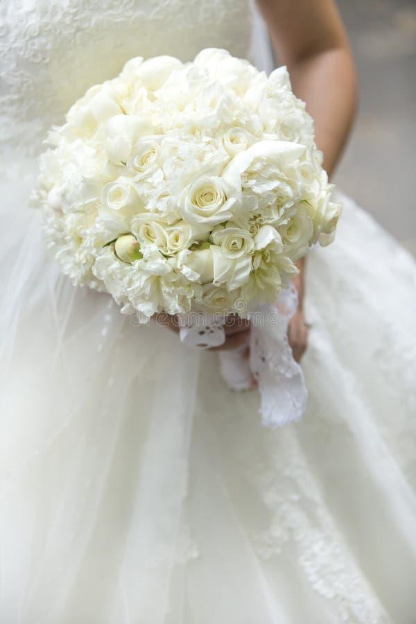 Белый букет свадьбы стоковая фотография