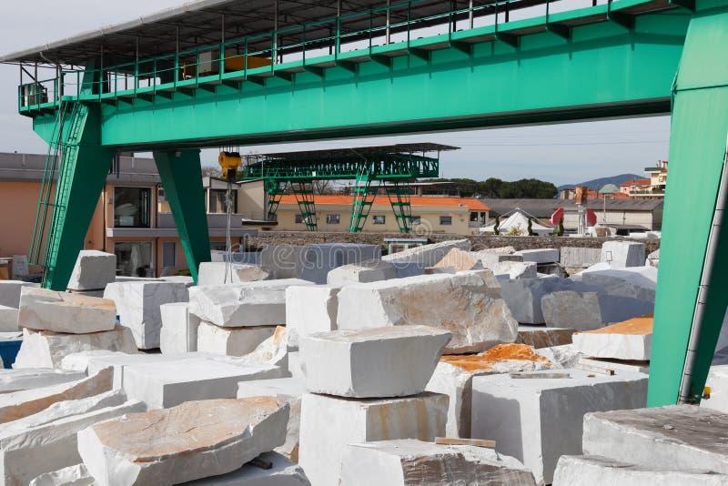 Белый блок мрамора Каррары стоковые фото
