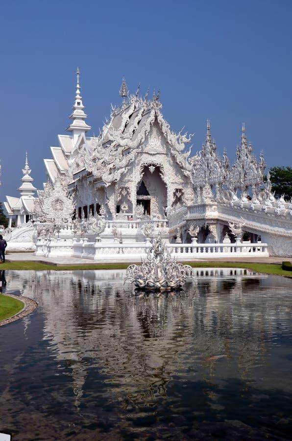 Download Белый висок в Chiang Rai, Таиланде Стоковое Фото - изображение насчитывающей конструкция, скульптура: 40590394