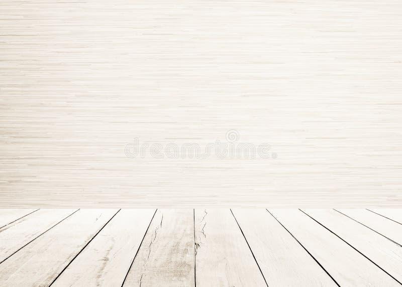 Белый деревянный пол планок с деревянным sepia стены внутренним и белым деревянным пола тонизирует стоковое изображение rf