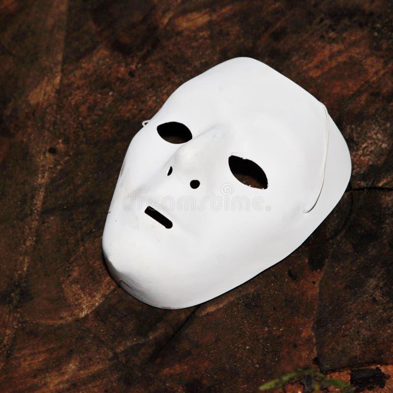 Белый лицевой щиток гермошлема на хеллоуин стоковая фотография rf