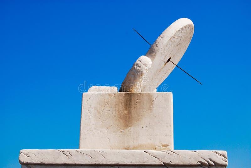 Белый каменный Sundial стоковые фотографии rf