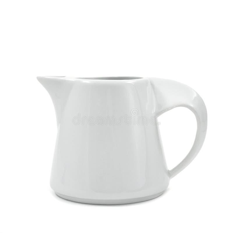 Белый керамический бак молока стоковые изображения