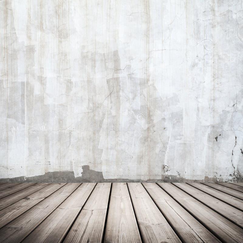 Белый конкретный интерьер с деревянным полом стоковая фотография