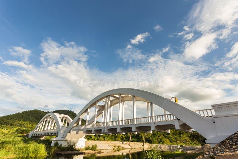 Белый мост ориентир ориентир для солдата Японии стоковые фотографии rf