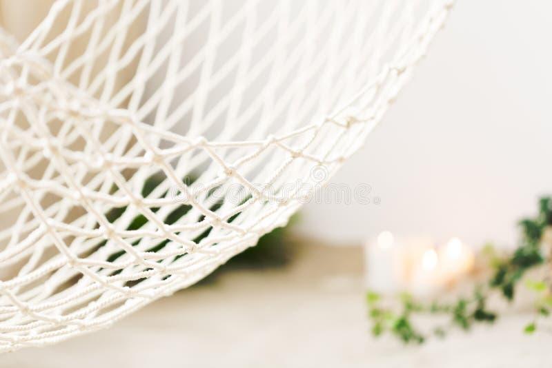 Белый сетчатый гамак стоковое изображение