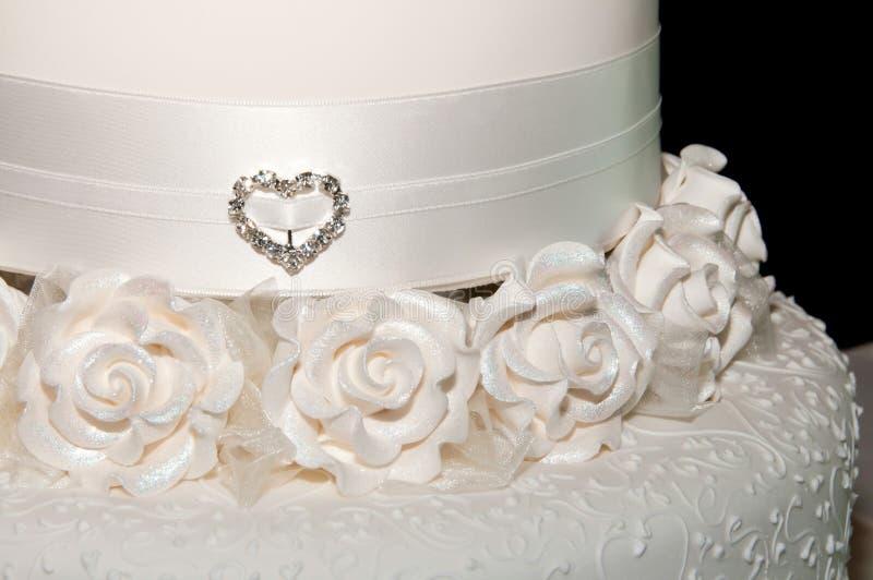 Белый конец торта венчания вверх стоковые изображения rf