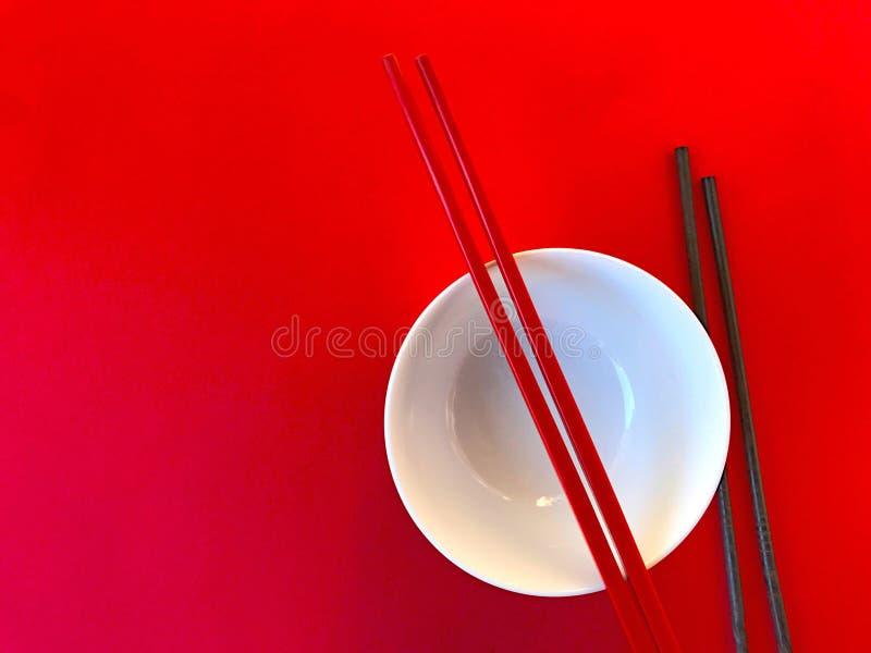 Белый шар с палочками на красном цвете