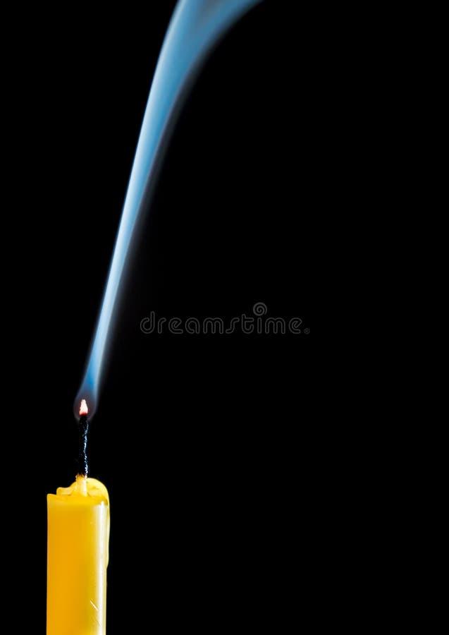 Белый дым когда свеча пойдет вне стоковая фотография