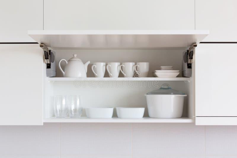 Белый kitchenware стоковые изображения rf