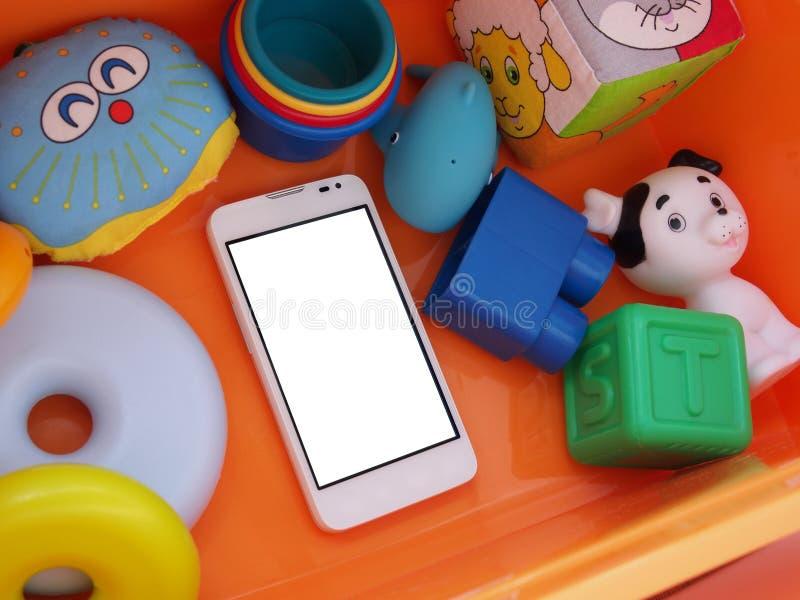 Белый smartphone с белым экраном стоковые фото