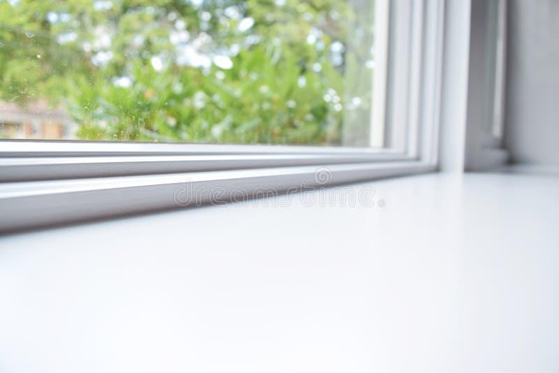 Белый windowsill стоковые фото